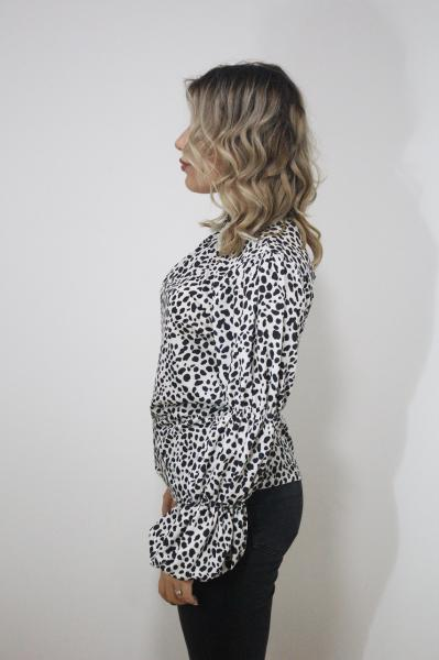 Bluza animal print maneca lunga in forma de clopot